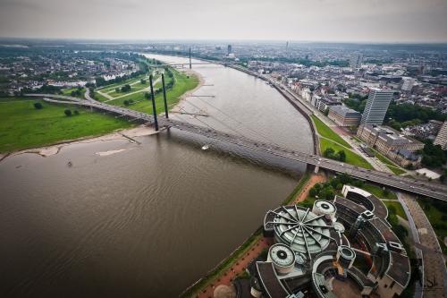 Вид с телебашни Дюссельдорфа. Германия.